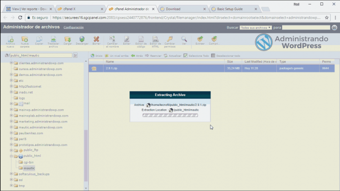 Animación en vídeo donde se muestra la descompresión del archivo de instalación de Mautic desde el administrador de archivos.